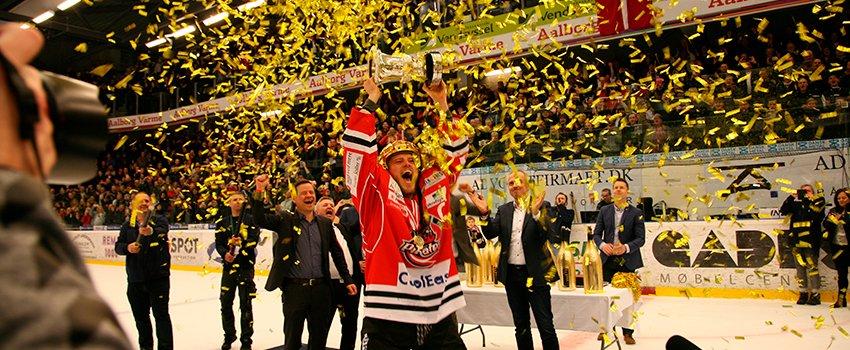 Tillykke: Ishockey-eventyr for fuld udblæsning